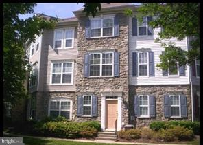 Gorgeous 3 level TH condo  in gated community located  near  Greenway & future Metro stop. 2car gara