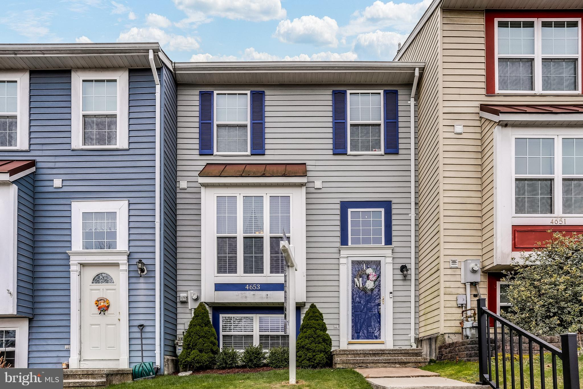 The Roberts Field Townhome you have been waiting for! Welcome home to this gorgeous townhouse conven
