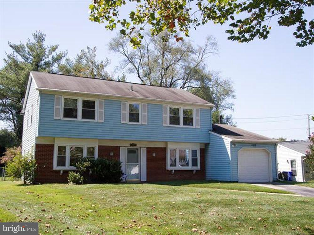Looking to buy a Single Family Home with a classic floor plan? iCome see this huge potential Colonia