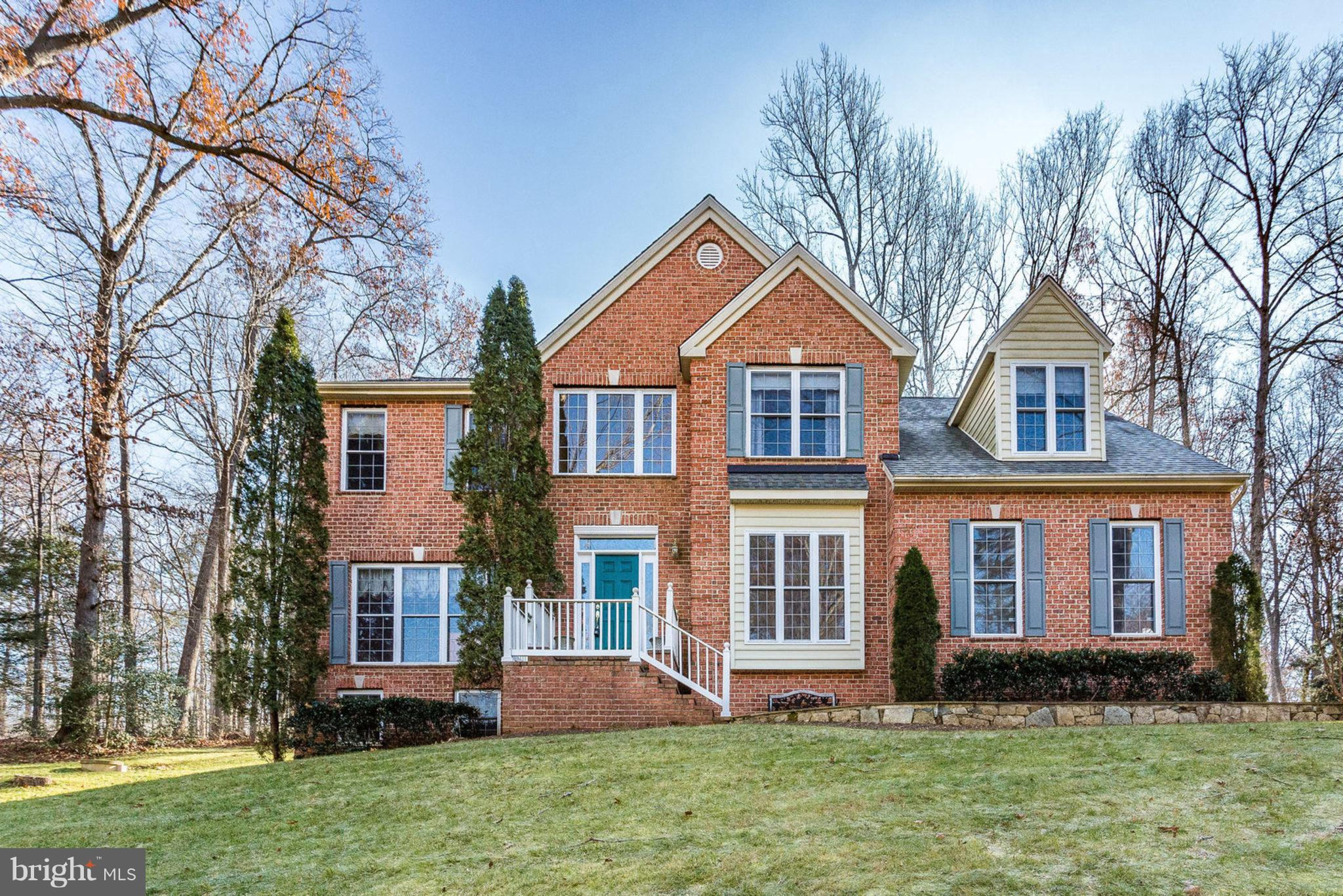 Gorgeous 5bd 2.5ba in Very Private Community Zoned into Colgan HS! Grand 2- Story Foyer. Lg Formal D