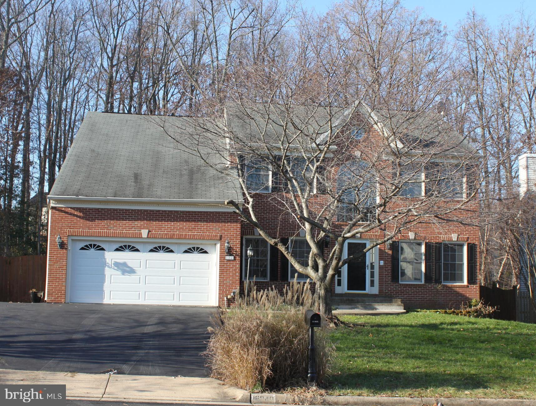 Spectacular 5 bed/3 1/2 bath home in Newport Estates, Gourmet Kitchen, Large Family room w/Fireplace