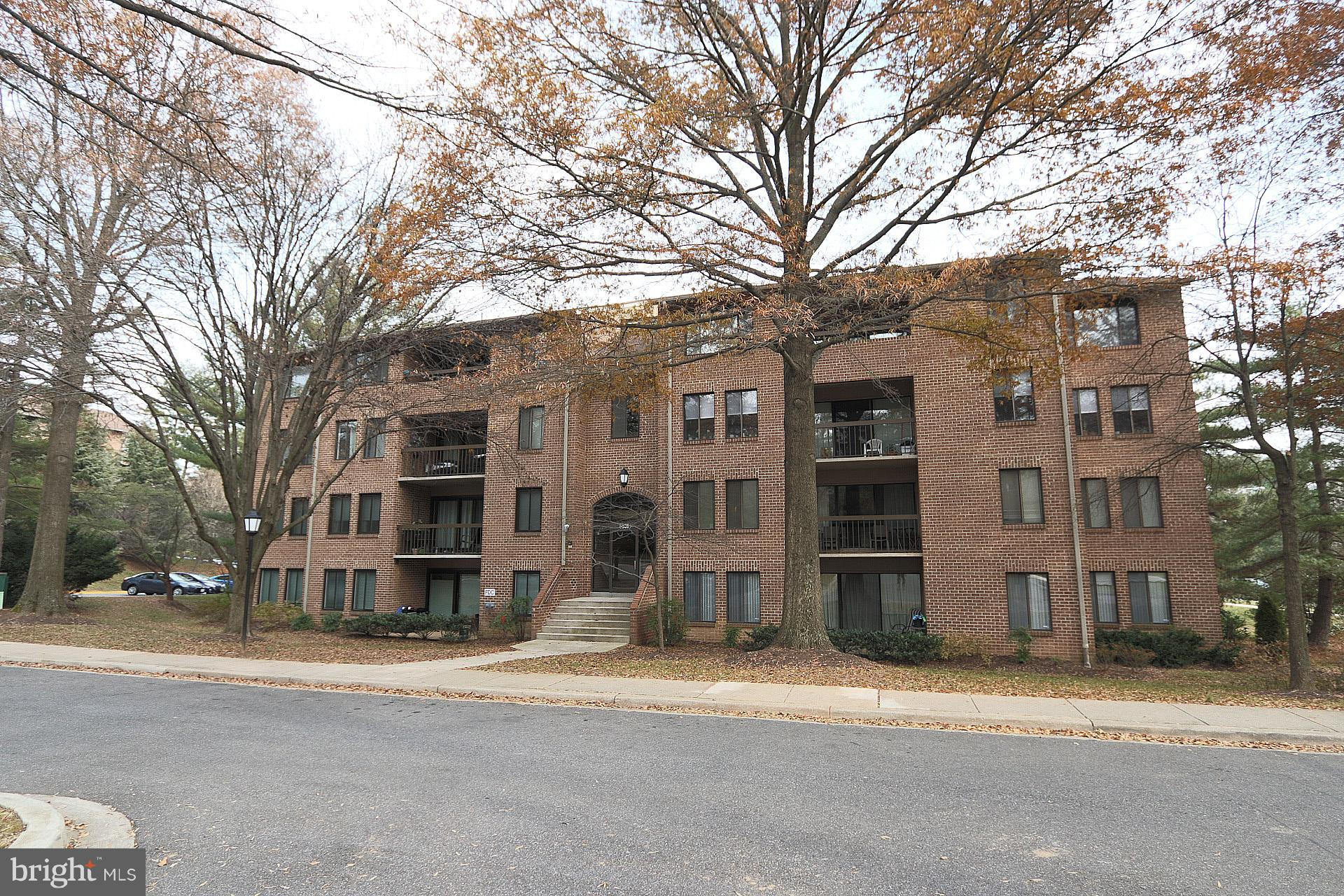 Great Location!! Top floor Georgetown Village condo. Large living room with balcony, master bedroom