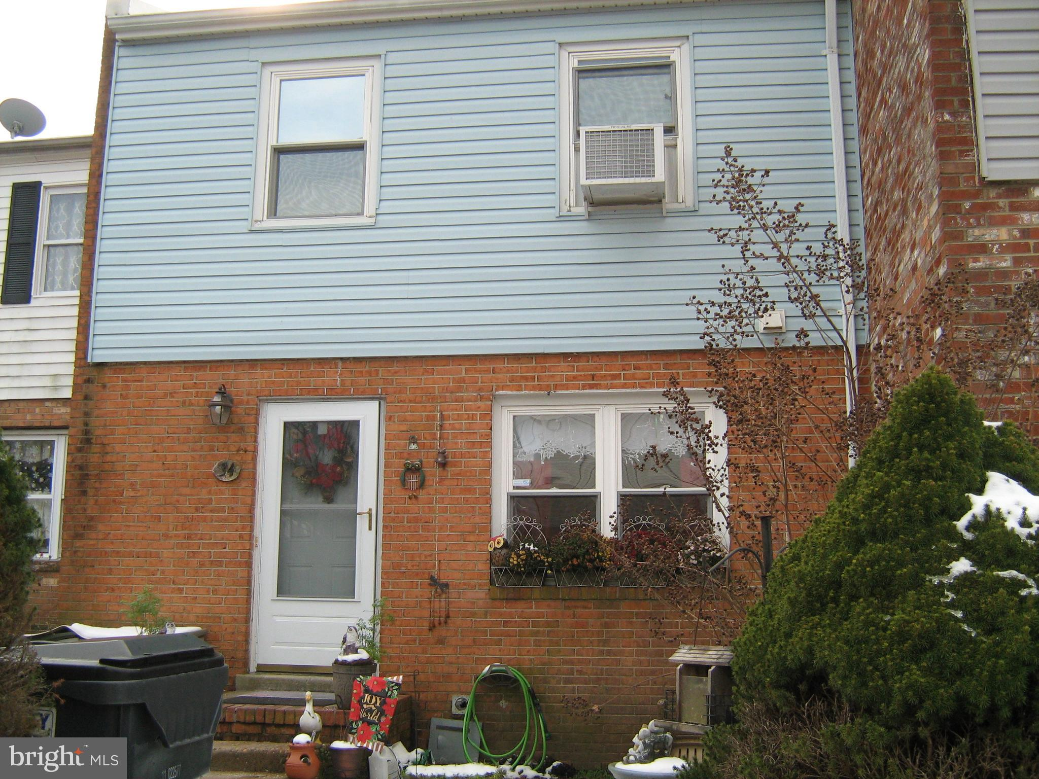 Three level townhome in convenient location of North Stafford. Kitchen and Living room on main level