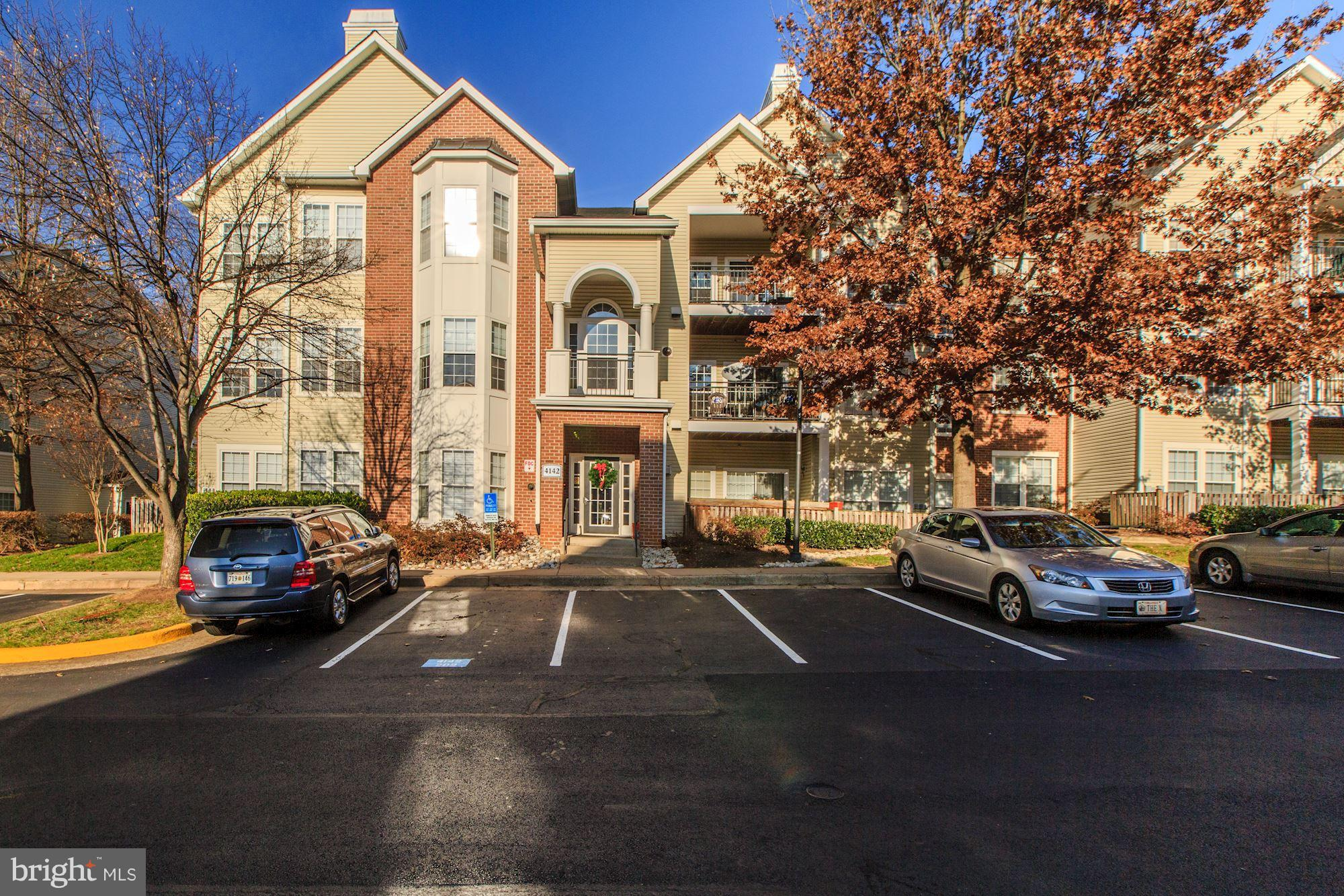 OPEN SUNDAY, DEC. 16, 1 - 4 P.M.  Rarely available END UNIT, and WITH rarely available OVERSIZED GAR