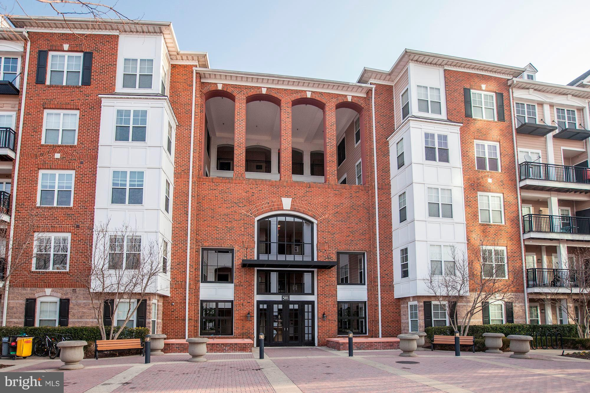 Beautiful 2 Bedroom, 2 Bath condo in walking distance to the Rockville Metro, and all the restaurant