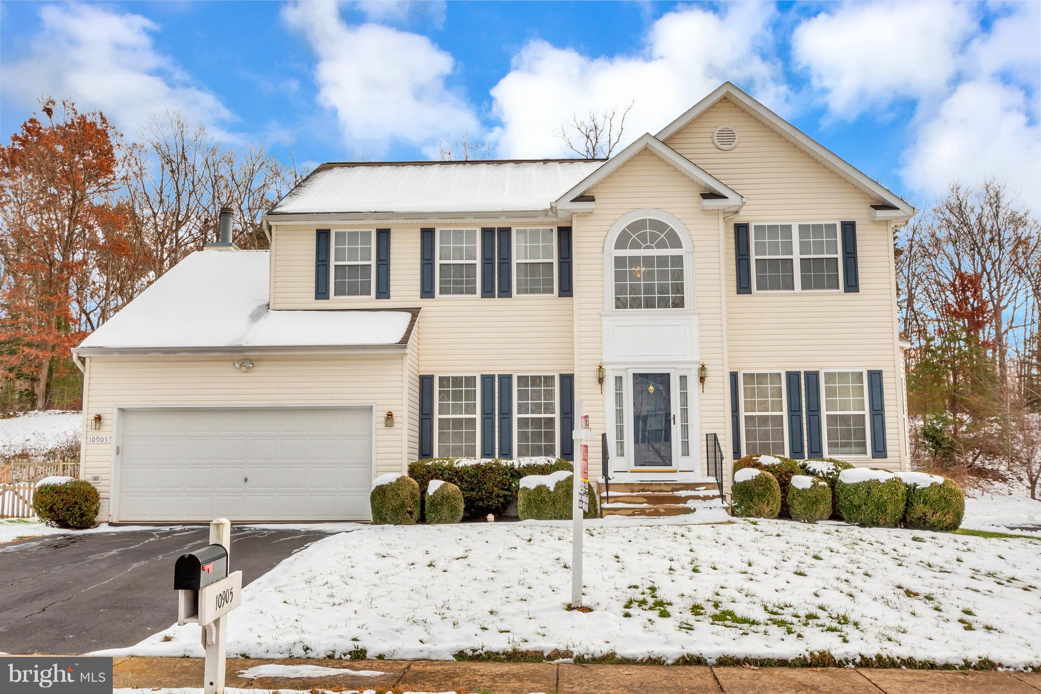 Spacious colonial with 2 story hardwood foyer. Large deck backs to woods. Cul-de-sac location in amenity rich Salem Fields Community.  Unfinished basement with rough-in plumbing for bathroom.