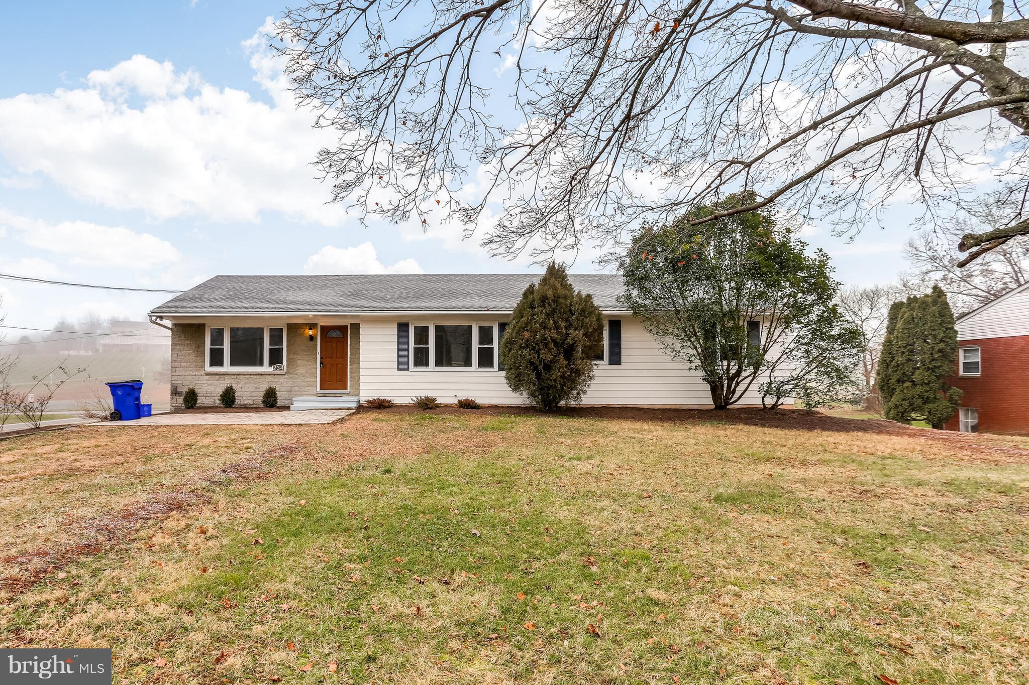 Brand New Renovated 4BR Rancher on Corner Lot. New Gourmet Kitchen w/ Stainless Appliances, Granite