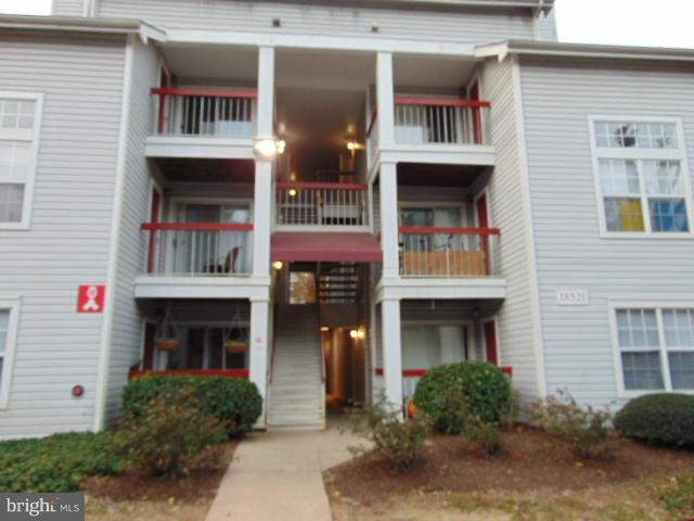 This is a HomePath property, top level condo, has 1 bedroom and 1 full bath, 2 story living area wal