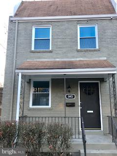 This 1,100 square foot townhouse sits on a 3,358 square foot lot and features 3 bedrooms and 1.5 bat