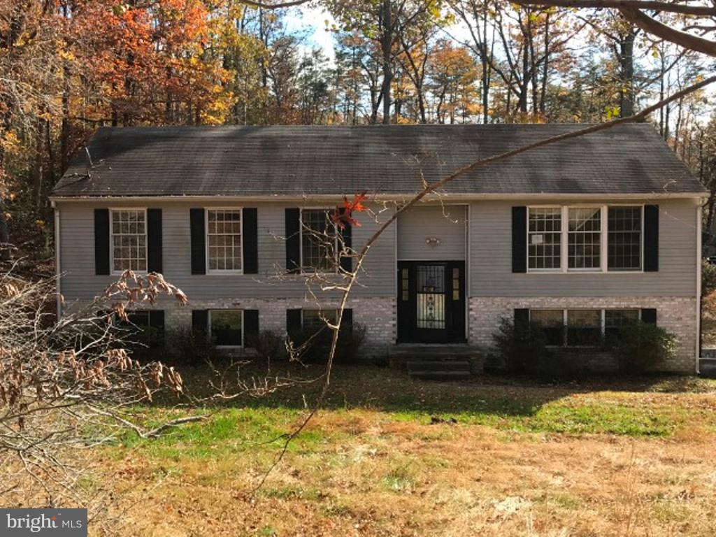 Built in 1986, this split level home offers approximately 1500 finished squarefeet, three bedrooms a