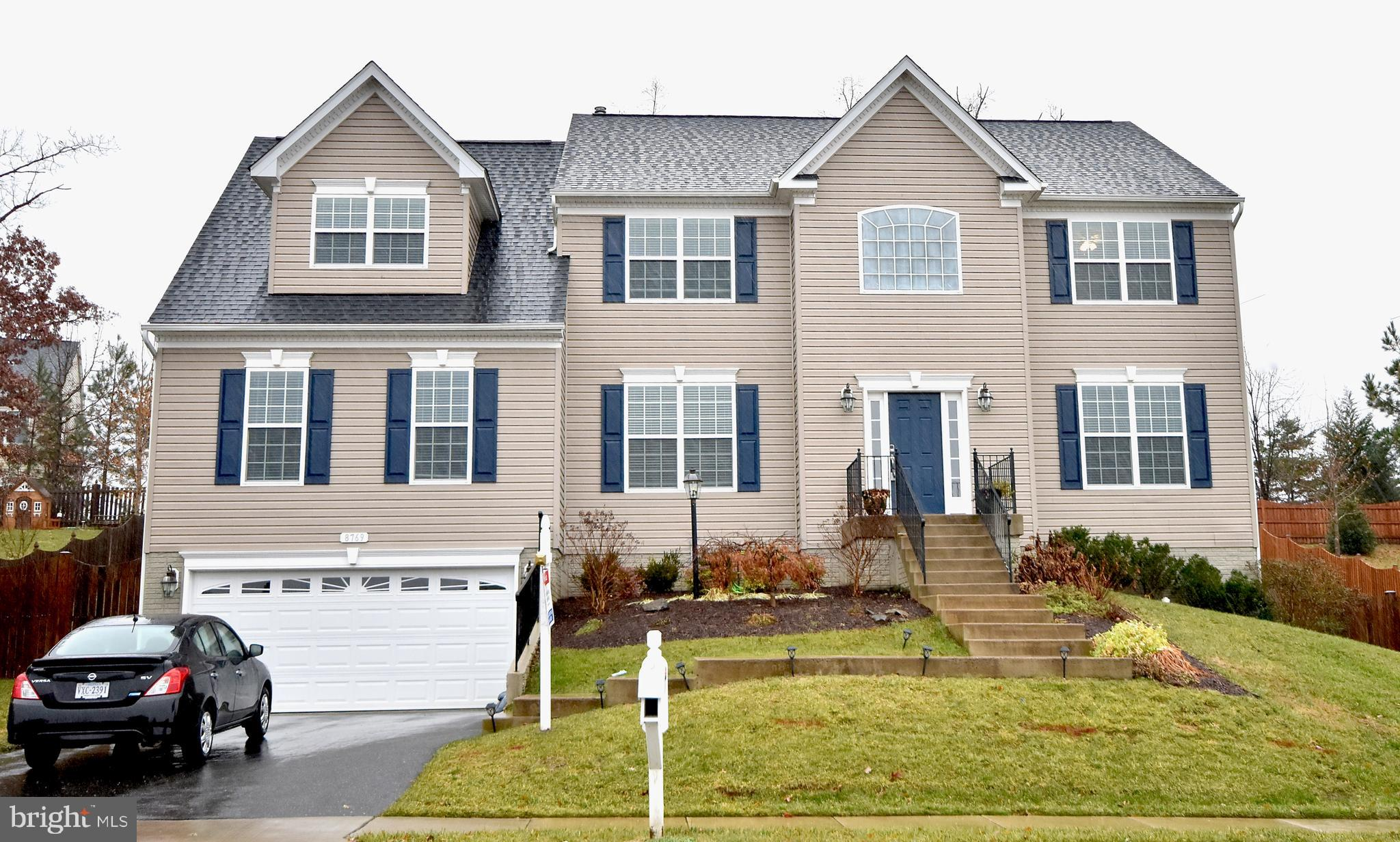 Beautiful home with over 5,000 finished square feet on 3 levels. 5 Bedrooms and 5 Bathrooms! Main le