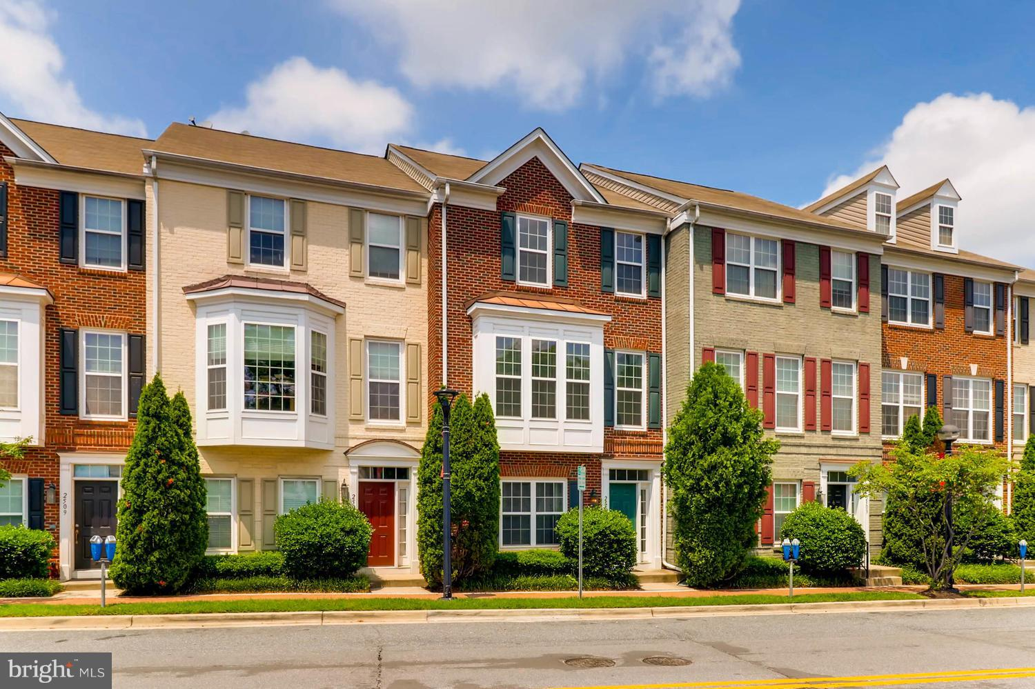 Location, location, location. Three level townhome in Clairmont. Just minutes to/from Wheaton Metro