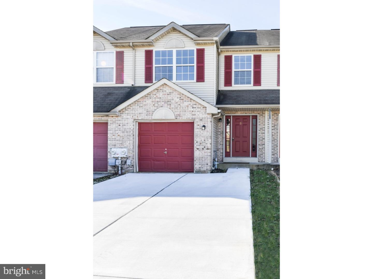 Welcome to the wonderful 26 Woodcrest Court townhouse located in the esteemed Valley Stream communit