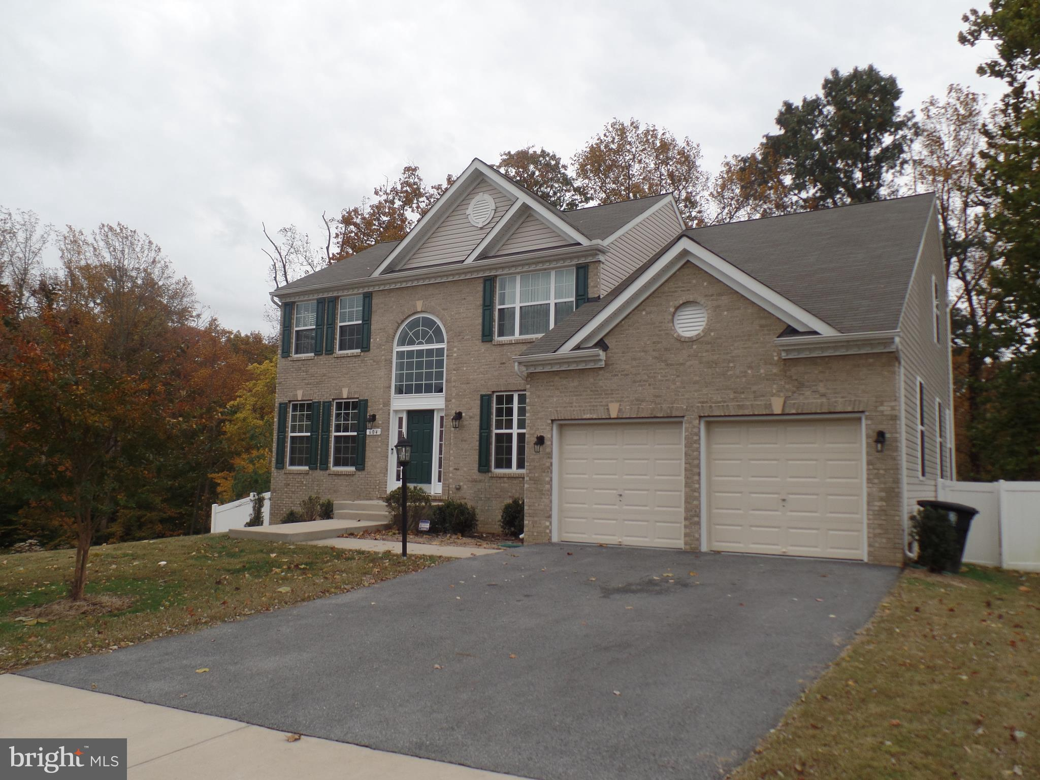 Fabulous 4 br/ 3.5 ba 3 level almost new colonial.  This is a real must see in sought after Fort Was