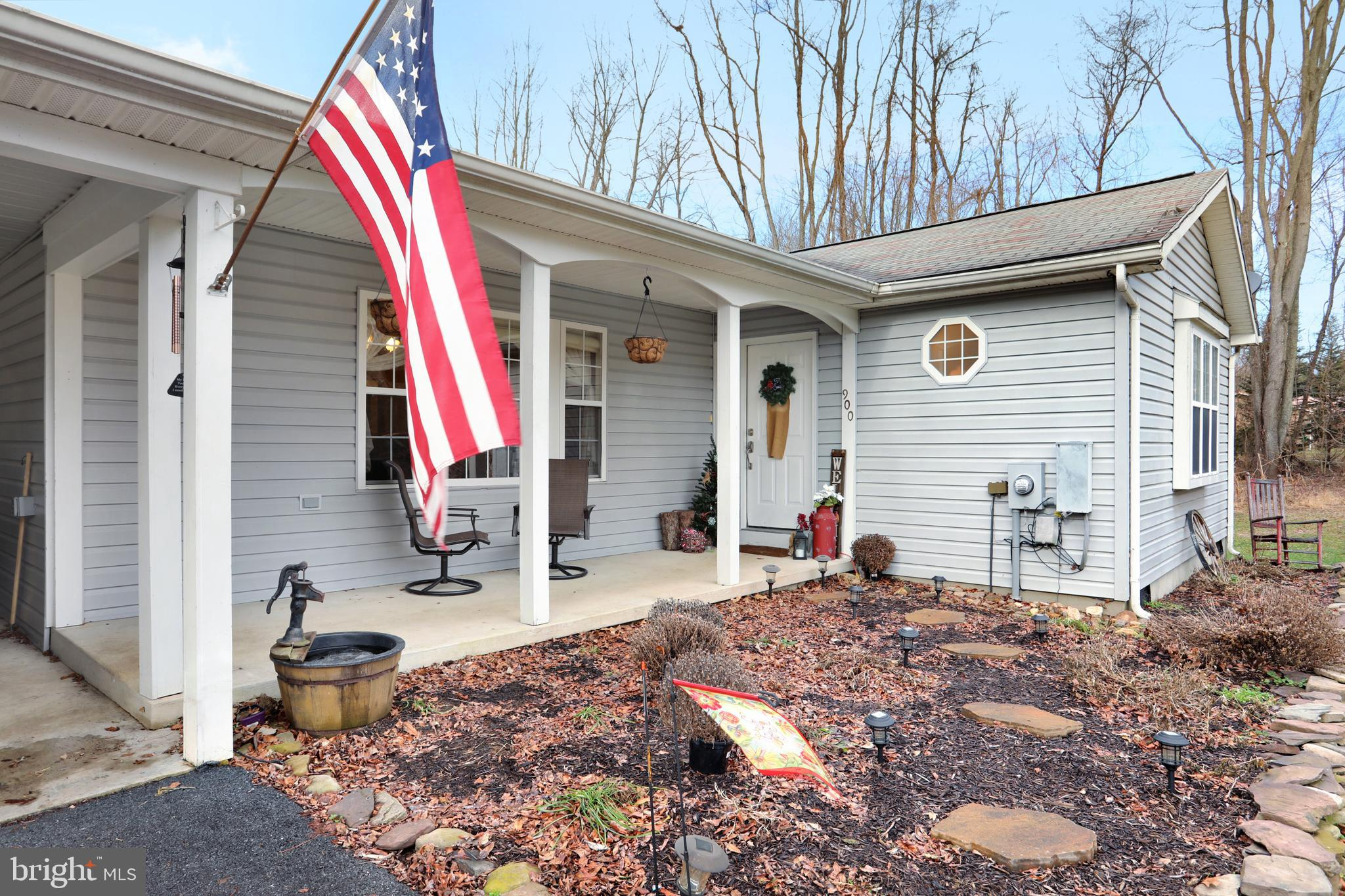 OPEN HOUSE SUNDAY 2/24 FROM 1-4p.m!This cozy and comfortable rancher is loaded with so many great am