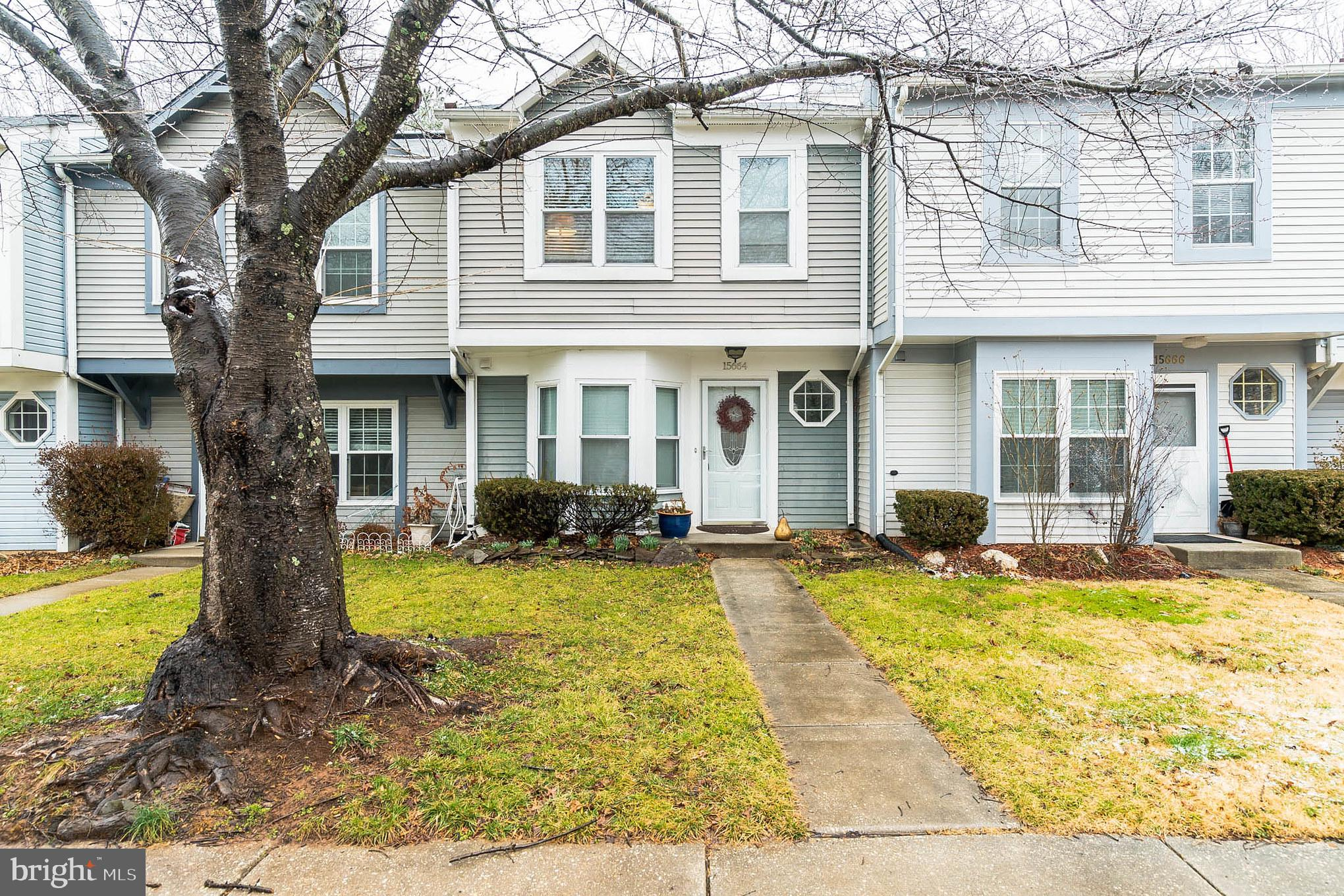 Delightful townhome in sought after Norbeck Manor. Boasting Sunny updated kitchen with granite count