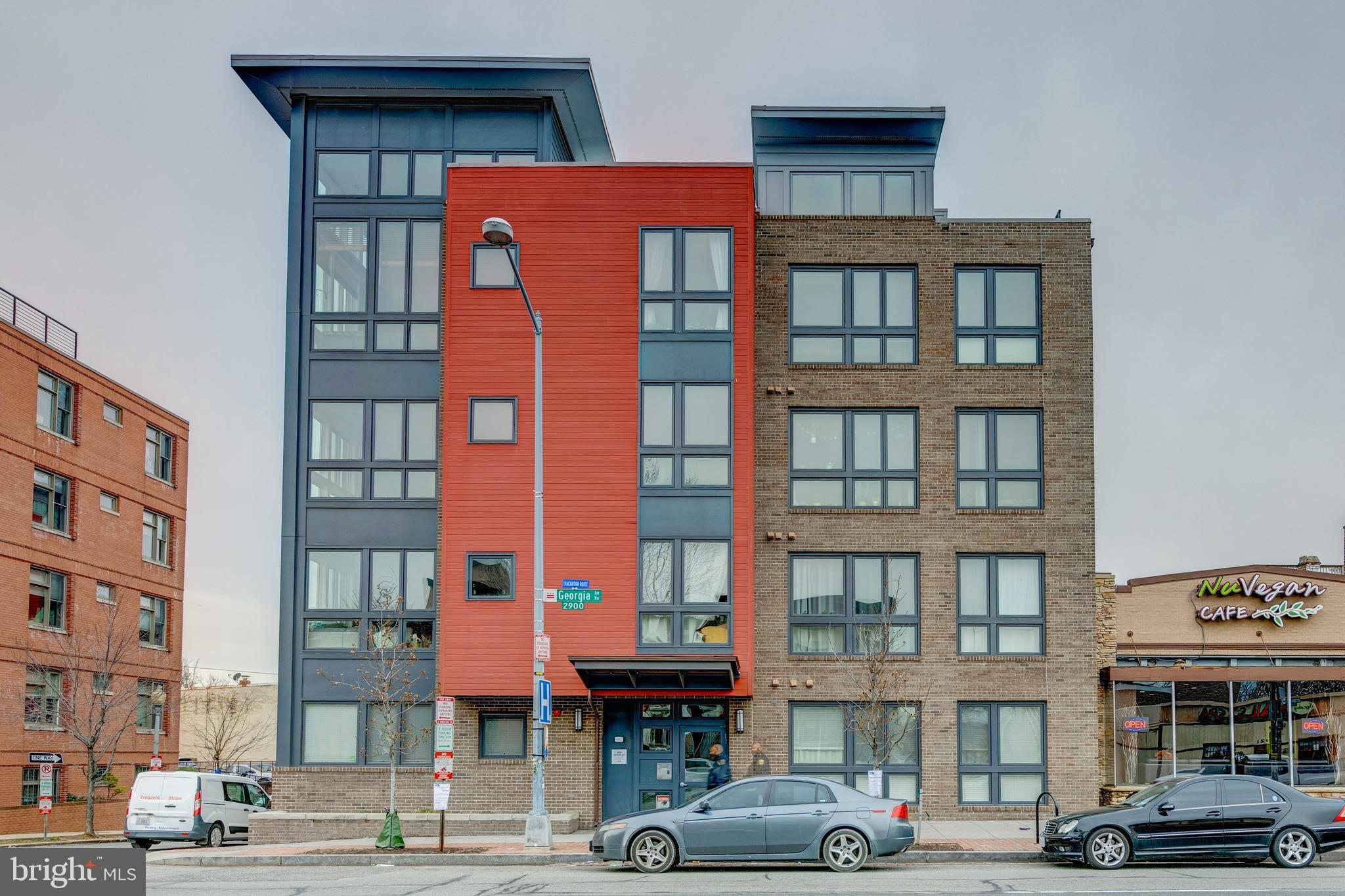 Beautiful condo in Columbia Heights!A beautiful 1BR/1BA condo located within walking distance to How