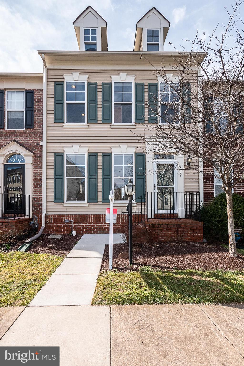 Spacious Victory Lakes Townhome w/ Incredible lot Backing to Lake* New Carpet & Paint*3 Bedroom 3.5