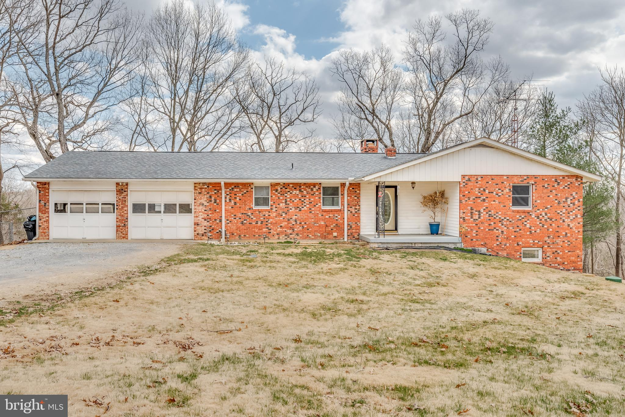 Beautiful brick rancher on 3.77 acres in Horseshoe Bend Subdivision.  Features include: spacious kit
