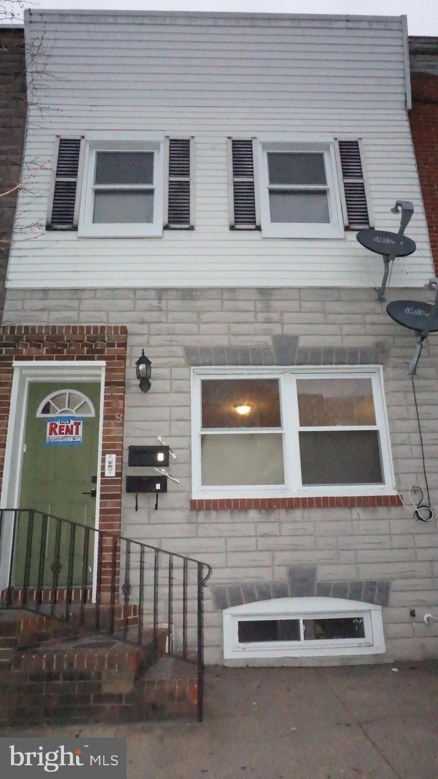 This beautiful 2 unit home was completely rebuilt just 6 years ago and is conveniently located a few