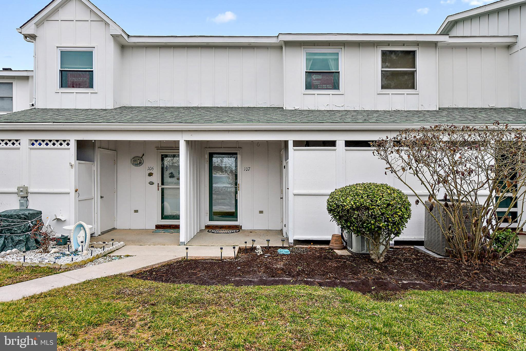 Wow rare 3 bedroom  1.5 bath unit in the well-cared for community of Mallard Lakes.  View the lovely