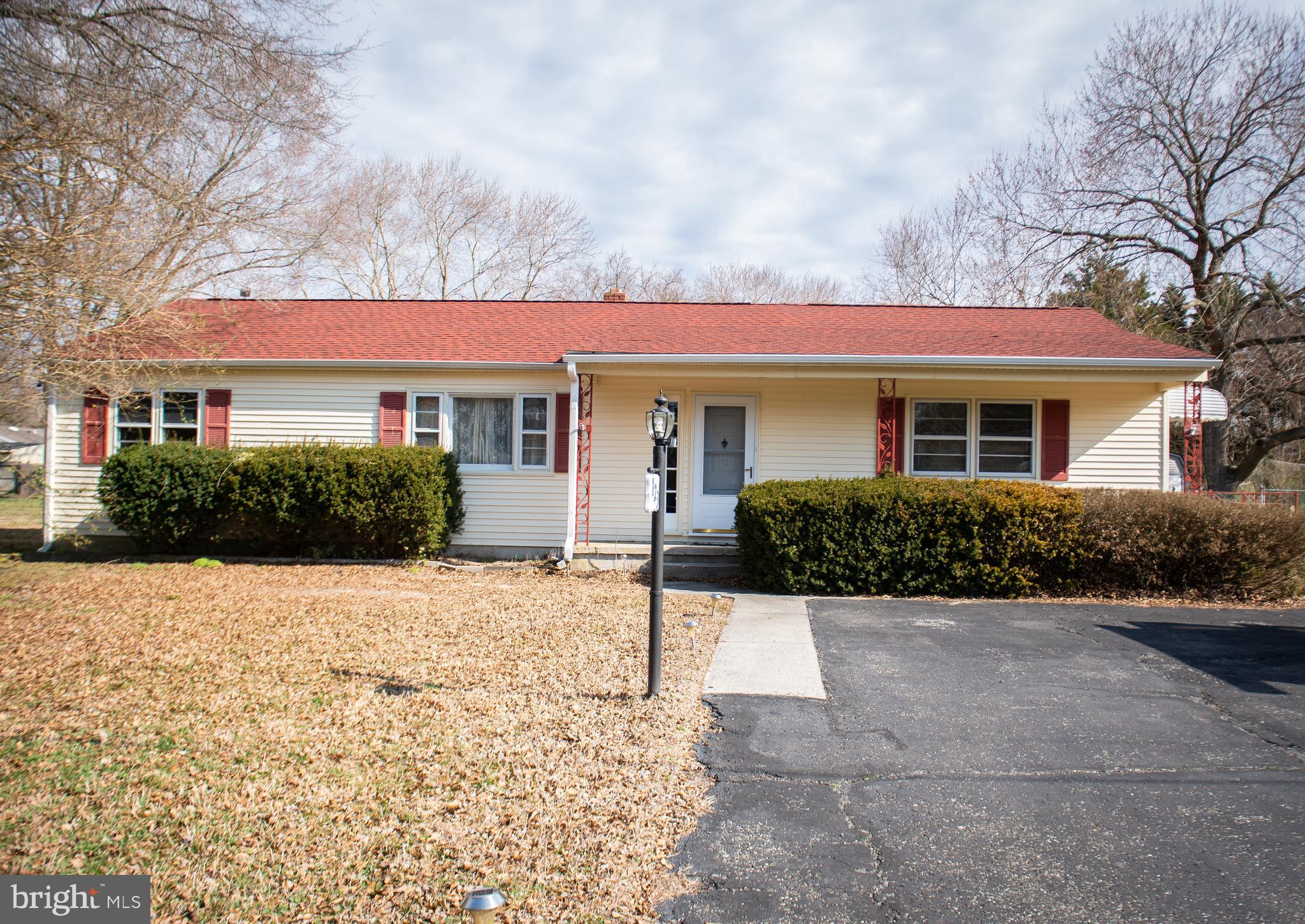 Looking for space at a low price? This 3 bedroom 1.5 ranch home on Salisbury~s south side has you co