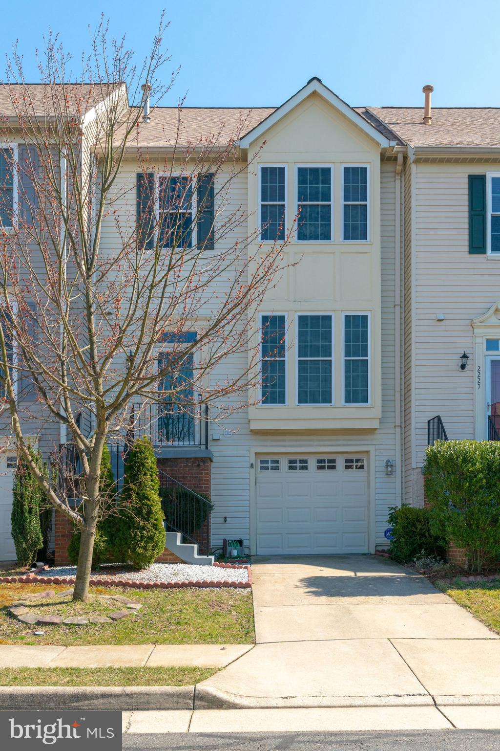 A Beautiful 3 level townhome with 3 bedrooms, 3 full and 1 half baths. Hardwood on the main level, s