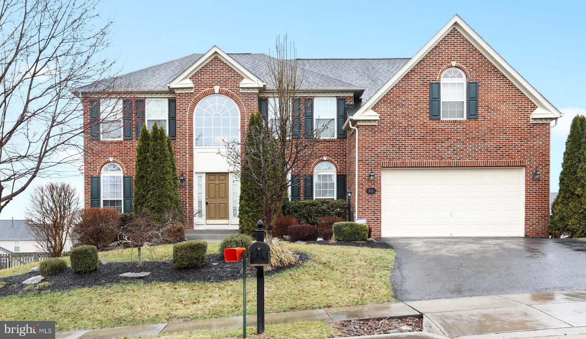 Come and tour this immaculate home in Archers Rock subdivision!  This gorgeous home features 4 bedro