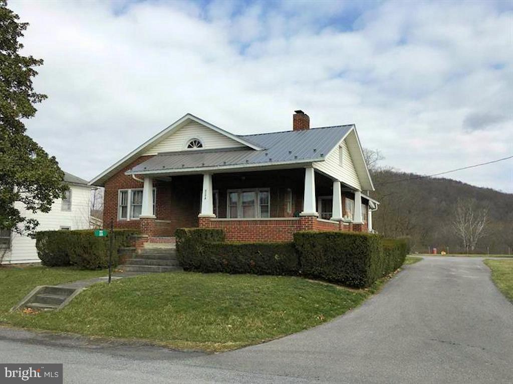Walk to the Cacapon River for Kayaking, canoeing and fishing! GREAT VACATION HOME! Mountain views and fully fenced large backyard. Craftsman style all brick home with a HUGE covered porch.  Remodeled kitchen, wood flooring, fireplace, full basement with 1 car garage.  A short drive to historic Berkeley Springs, WV.
