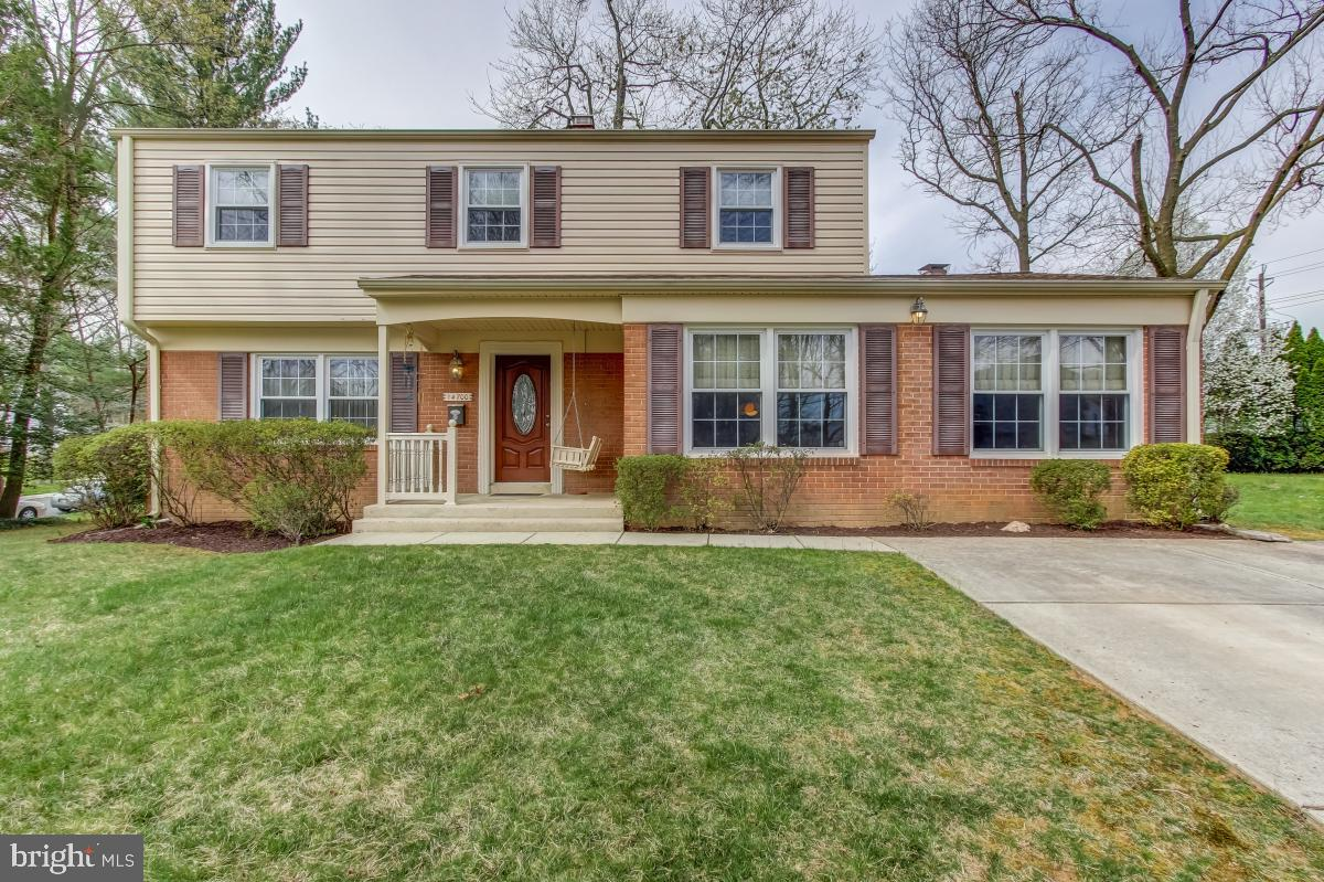 SOUGHT AFTER MANOR WOODS !! SHOWS LIKE A MODEL. MOVE RIGHT IN TO THIS LOVELY REMODELED SUN FILLED 4
