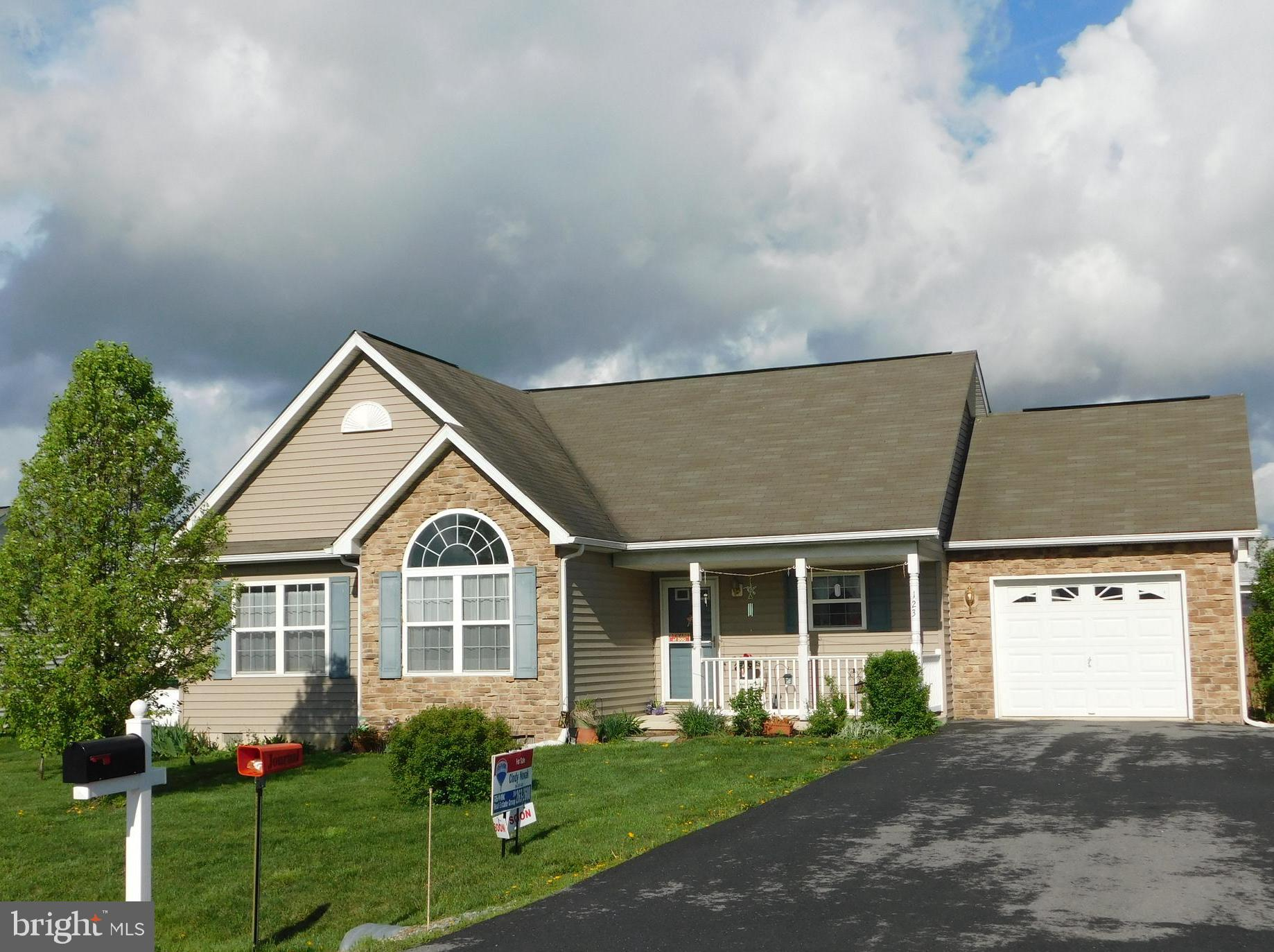 Rancher with a great floor plan, kitchen with lots of cabinets,  open to dining area and dining open