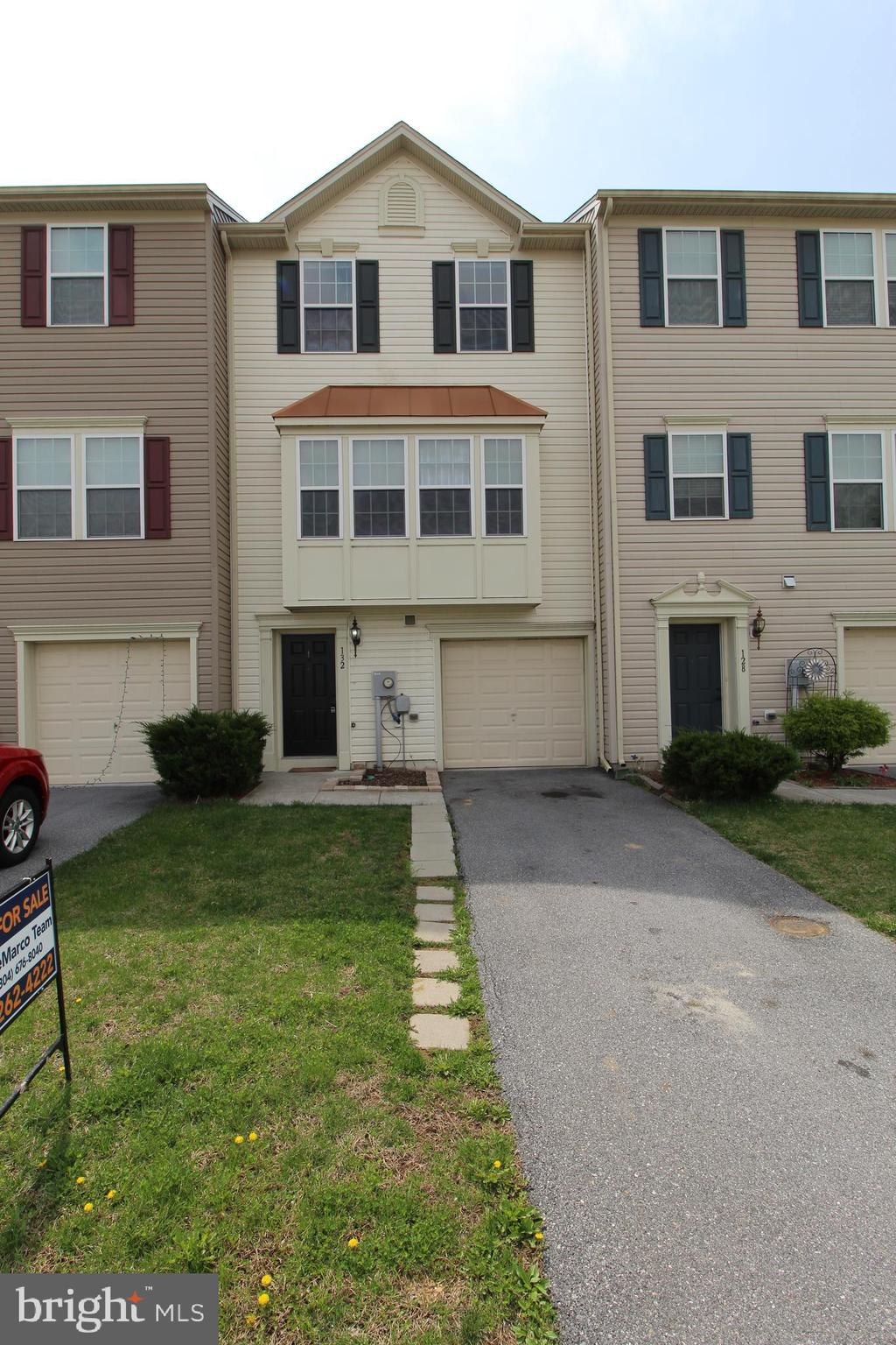 MOVE IN READY townhome in highly sought after river access community of Brookfield, Falling Waters,