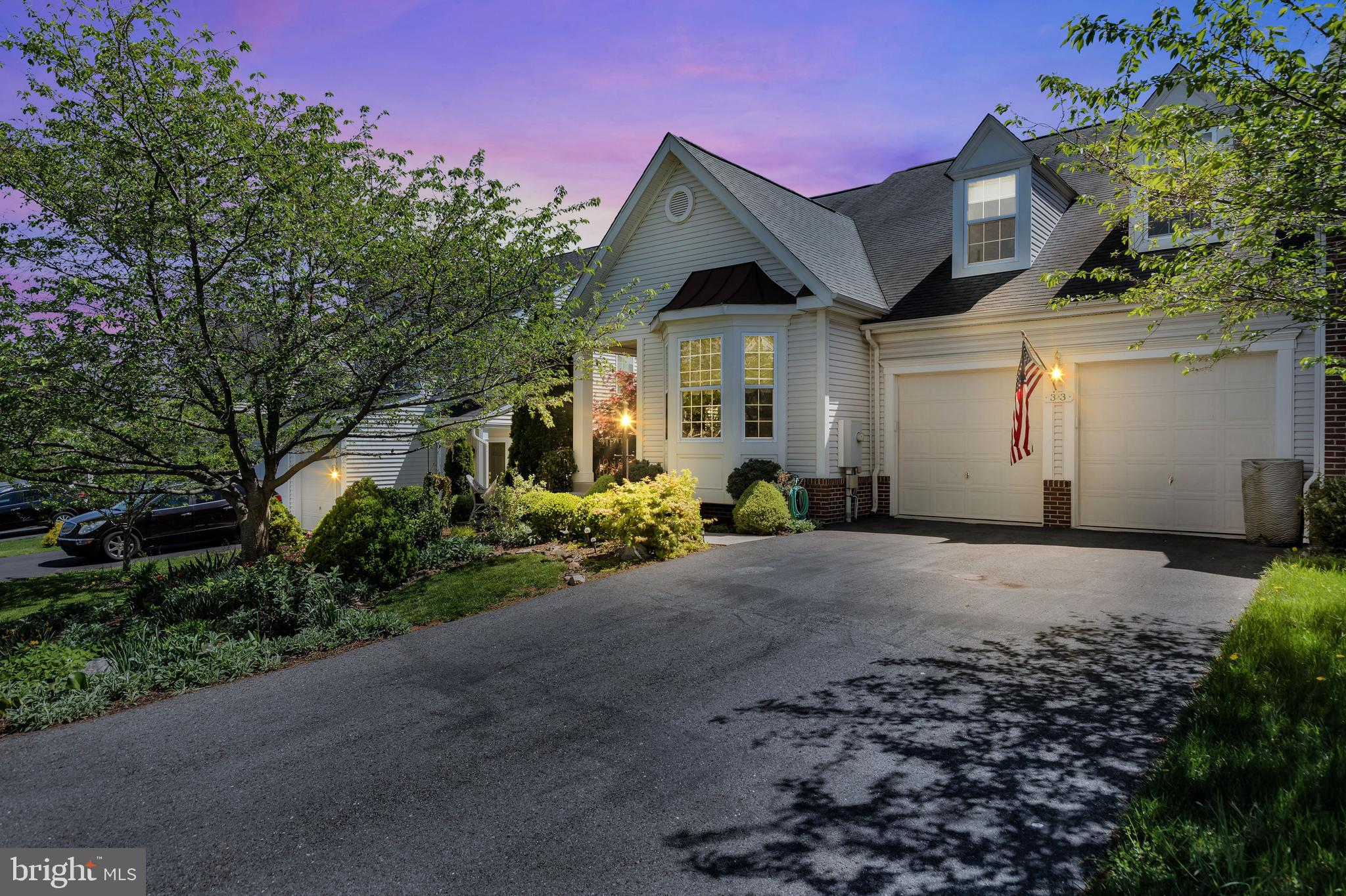 Be sure to watch the virtual tour of this stunning villa in popular Hammond Mills!  After you walk p