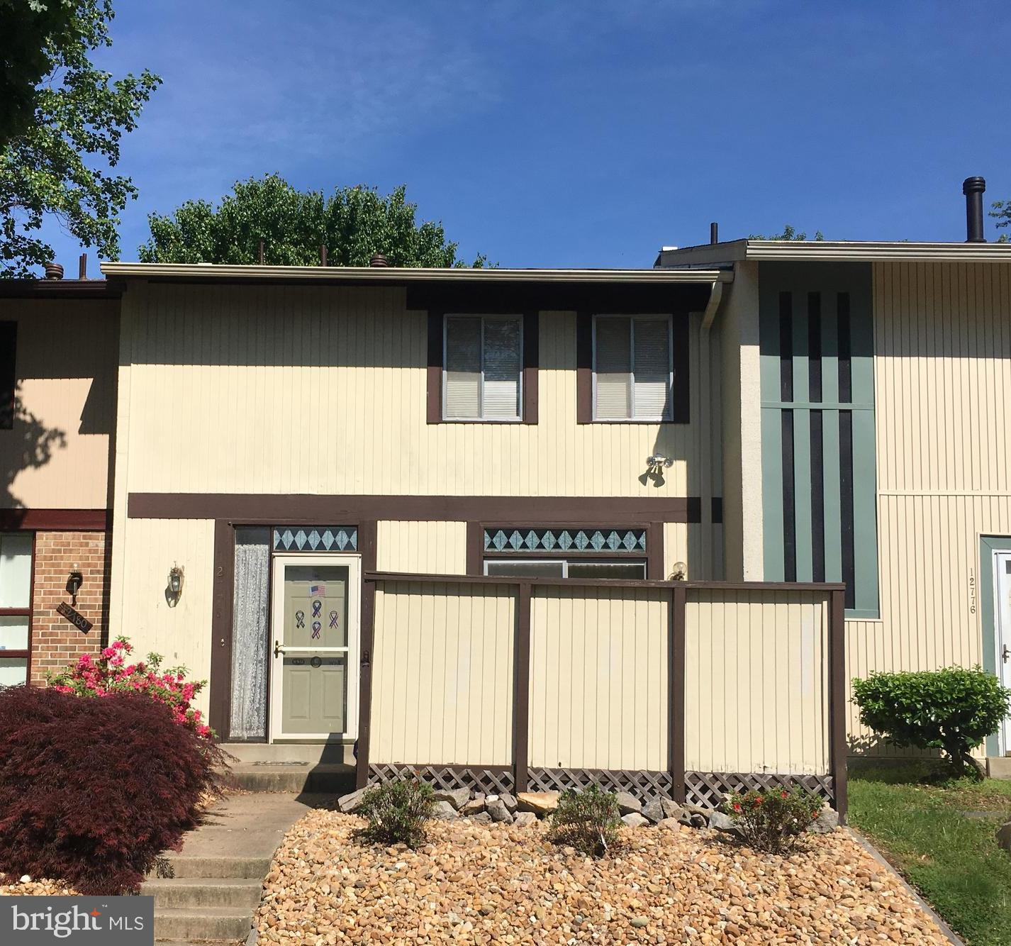 Great location! Spacious 3 BR, 2 Full/ 2 Half Bath Town Home, Separate dining room, Lower level rec
