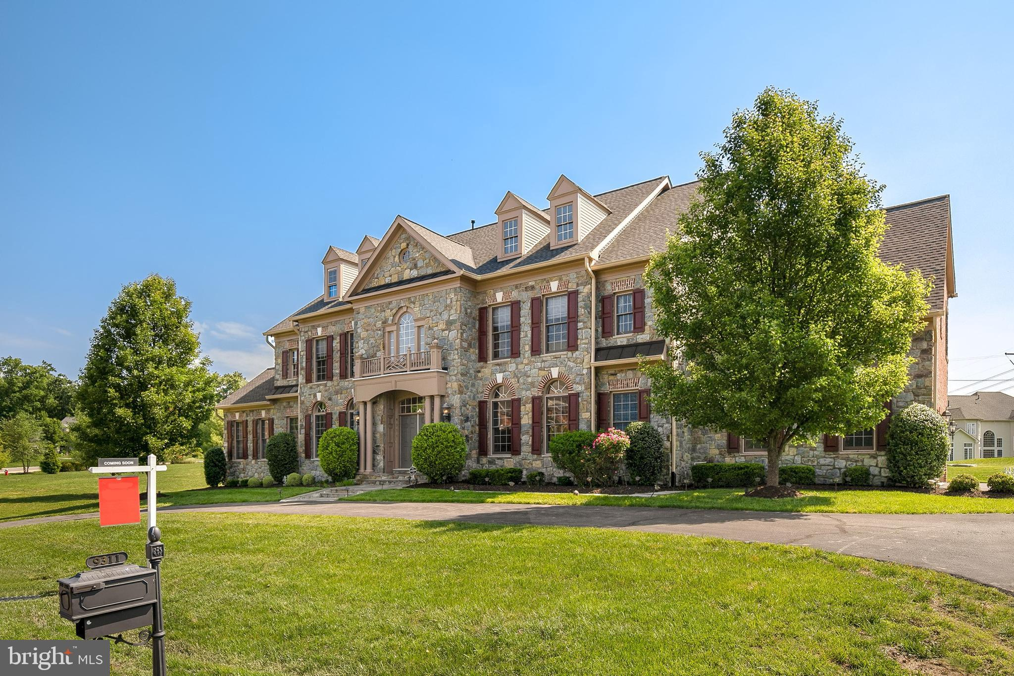 This palatial, stunning, and beautiful home in Fairfax County has it all. The main features include