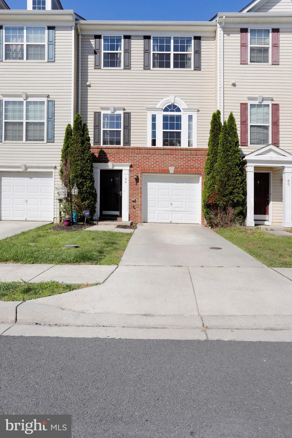 Beautiful 3 bedroom townhouse with 2 full baths and powder room.  Walking  into your foyer with bamb