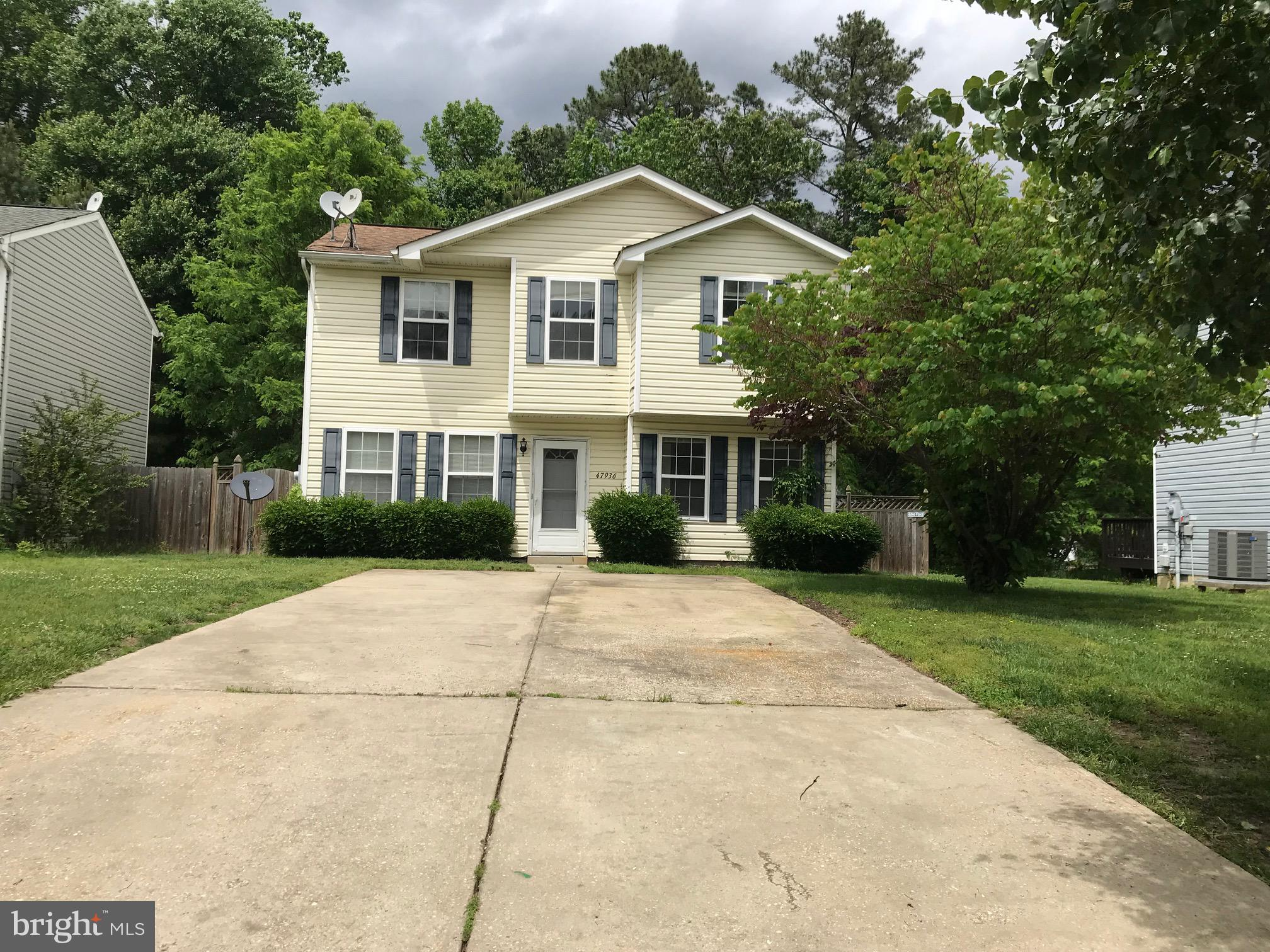 Great square footage for the price. Some TLC will make this home shine.  Huge Masterbedroom (formall