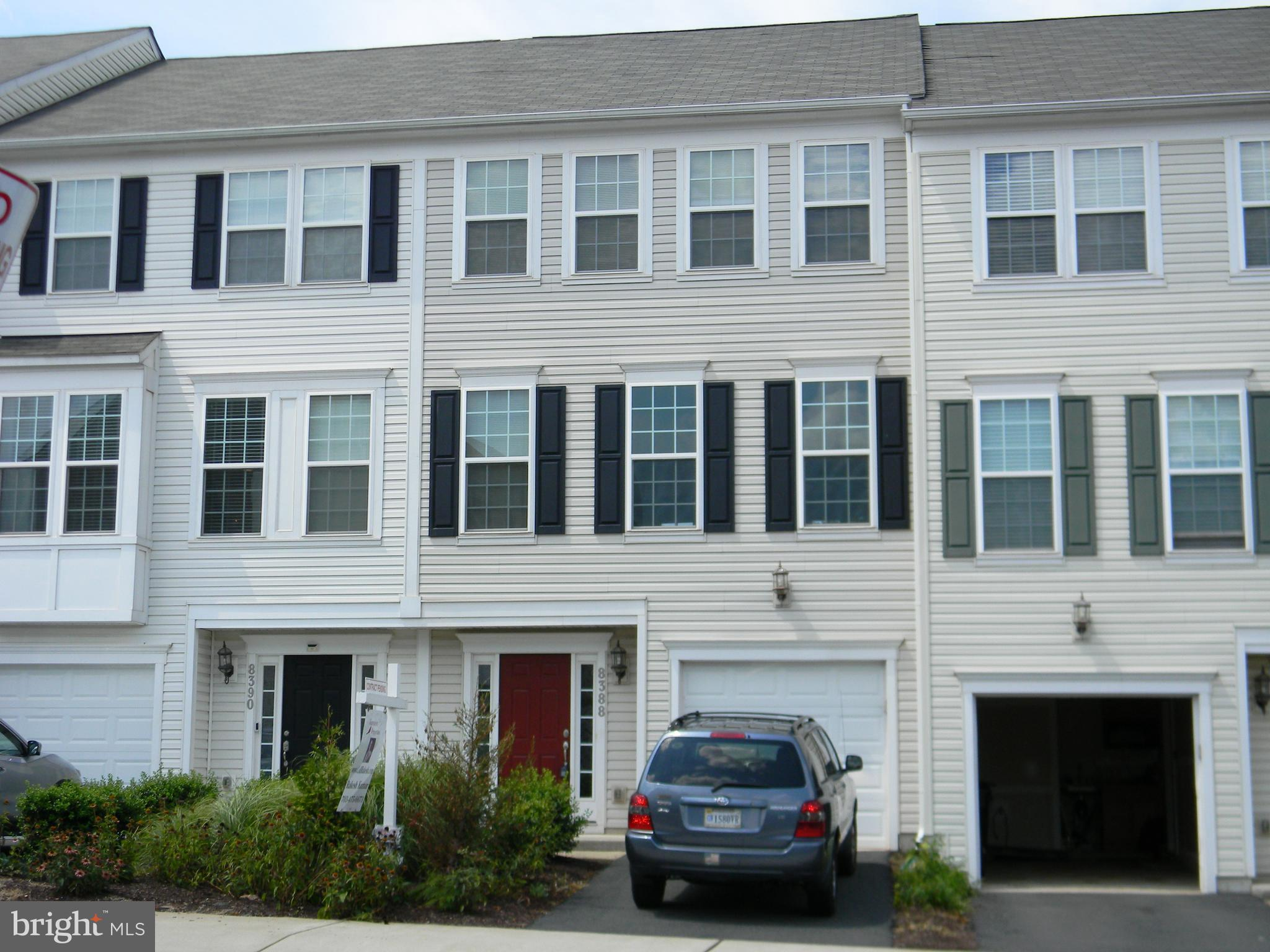 Less than 6 years old Garage Townhouse under $350k !! Fantastic Location near Manassas Mall with man