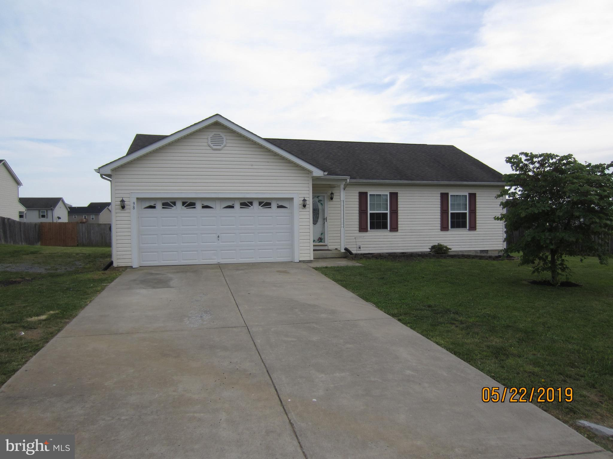 Well maintained rancher on a nicely sized, level lot,  3 bedrooms, 2 full baths.  This home is vacan