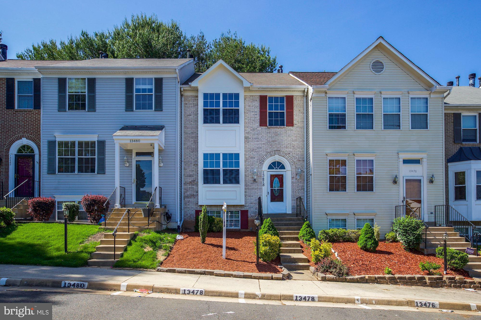 Great 3 level townhome ready to move in!  Brand new kitchen cabinets and granite countertops; stainl