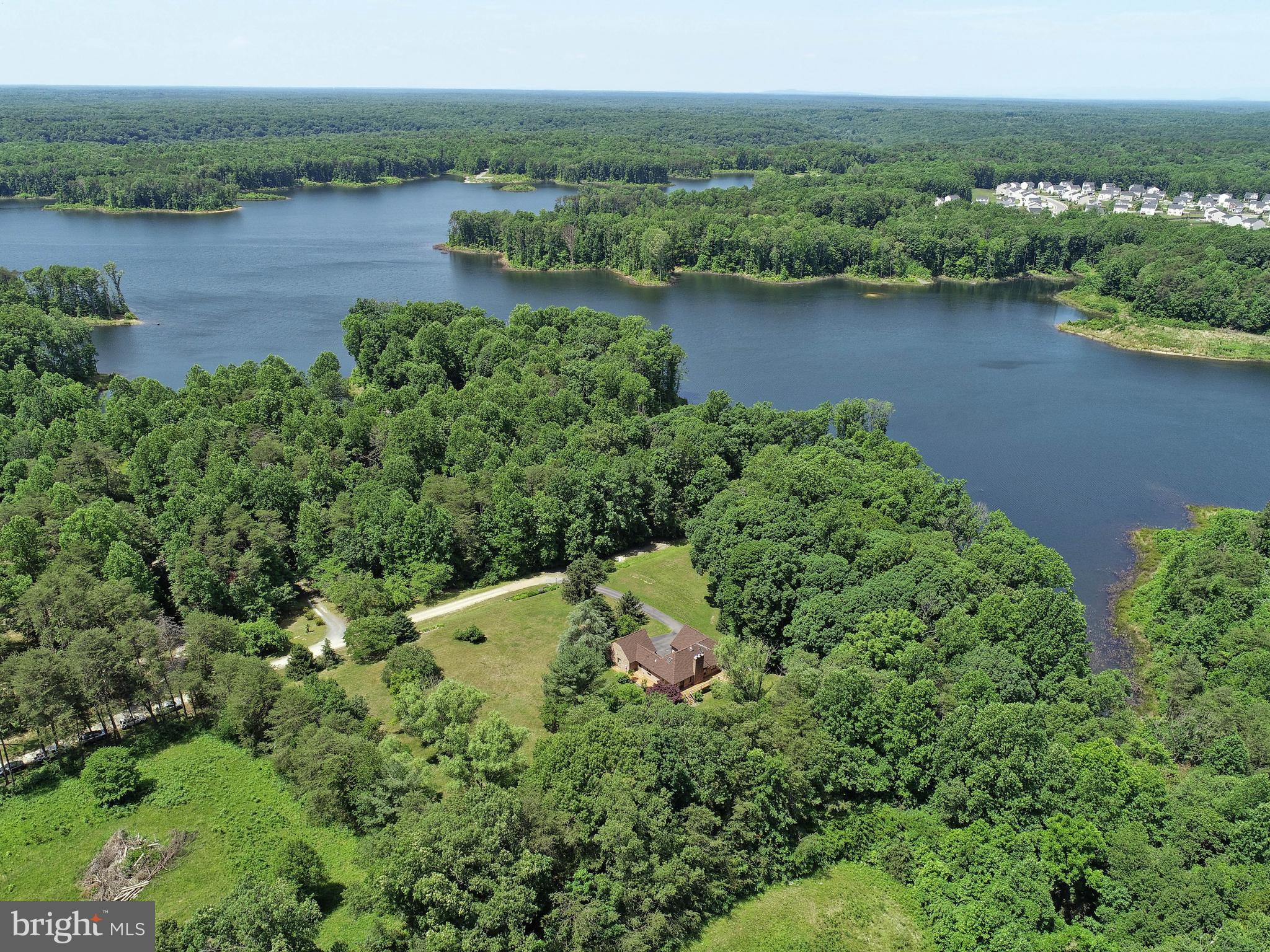 Amazing location on the shore of Lake Mooney (formerly Rocky Pen Run Reservoir). Well maintained 3 l