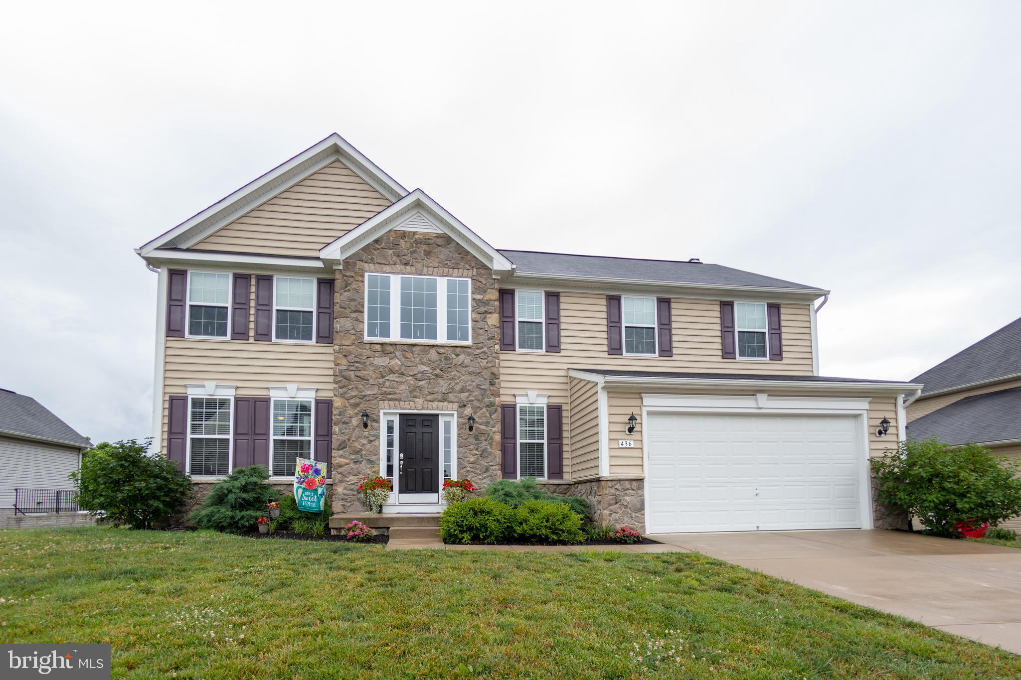 STUNNING OAKDALE IN RIVERSIDE VILLAGE! Don't Miss Out On this Four Bedroom, Two and a Half Bath Colo