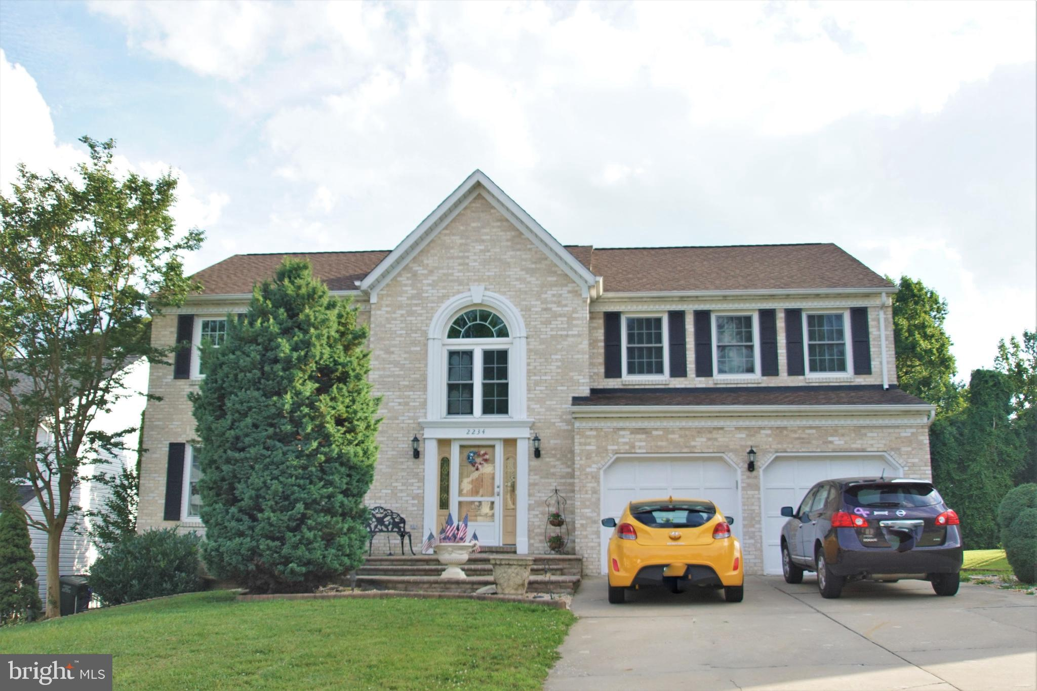 FINANCINGING FELL THRU,  Honey I am home, this brick front colonial  located in saddle ridge /hunter