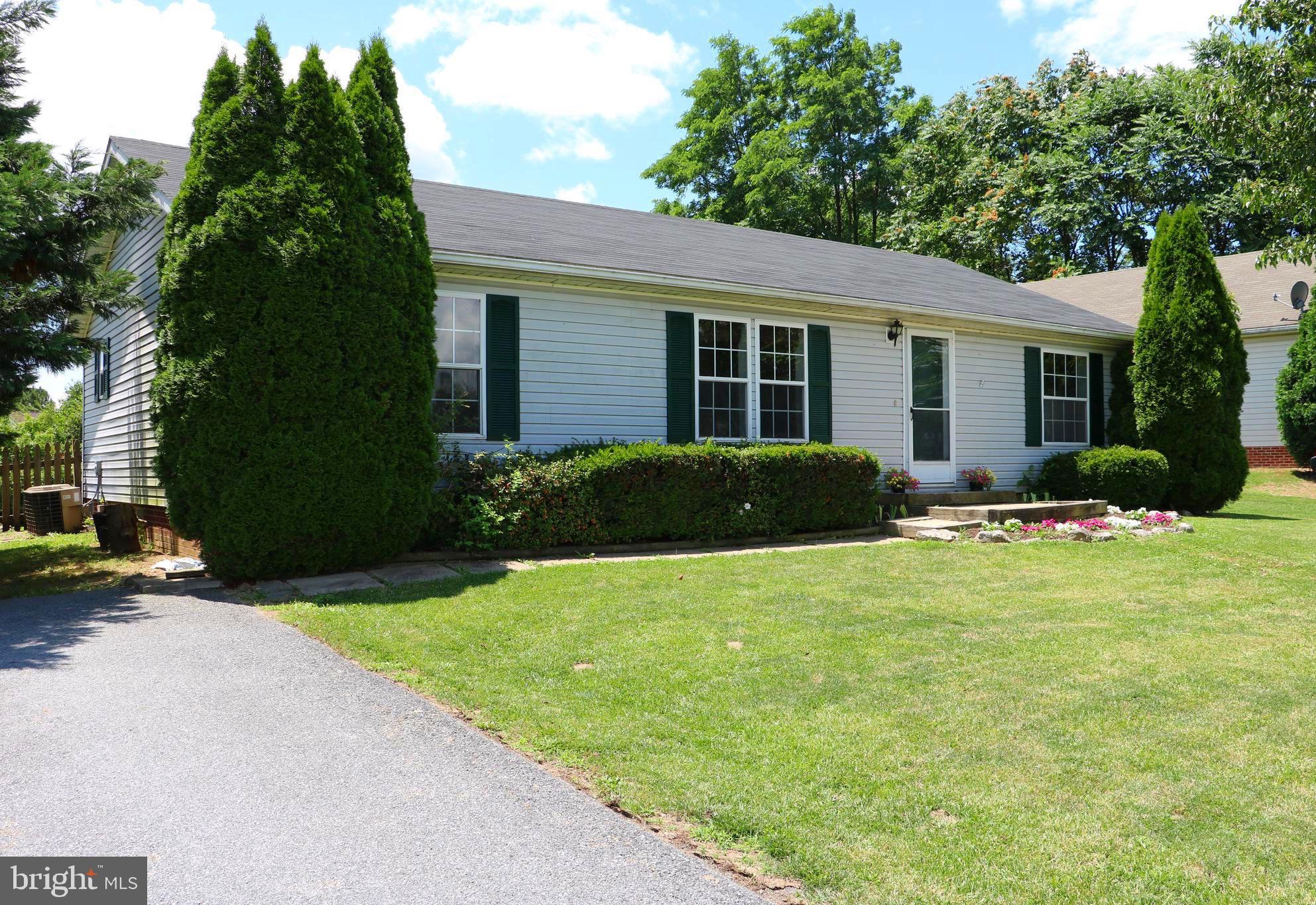 A great opportunity to own a singe family home at a fabulous price. Landscaped yard and oversized de