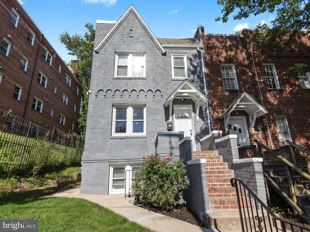 Newly renovated! Must-see spacious Hill Crest row home with a legal English basement apartment (Cert