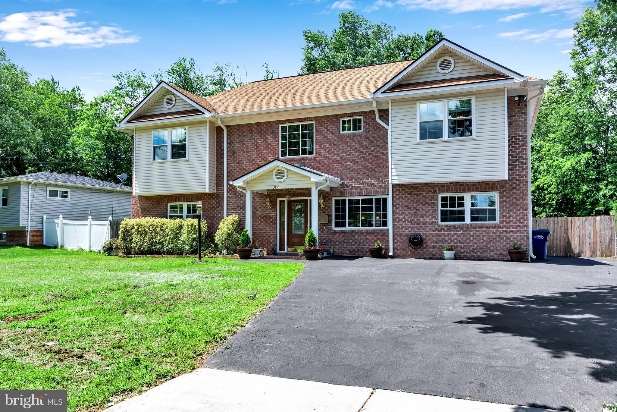 Beautiful HOME. 7 bedrooms, 4 full bathrooms custom built colonial.Ideal property for HOME CARE prov