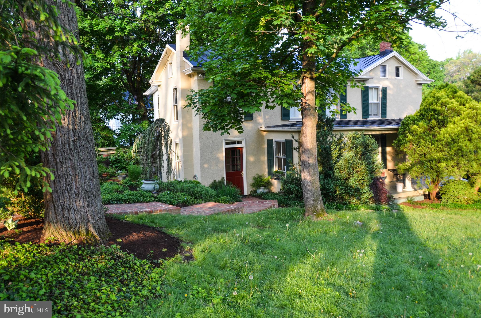 Very comfortable home in best location in-town in Berryville - Well-established South Church Street