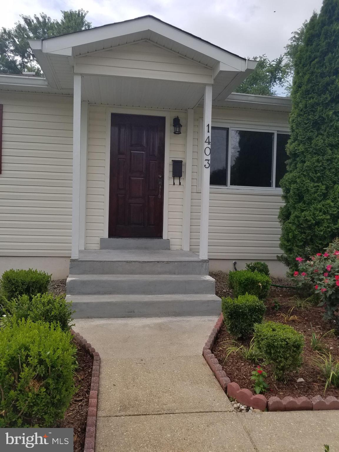 move in ready single family home. Updated kitchen with granite countertops, new stove, hood, dish wa