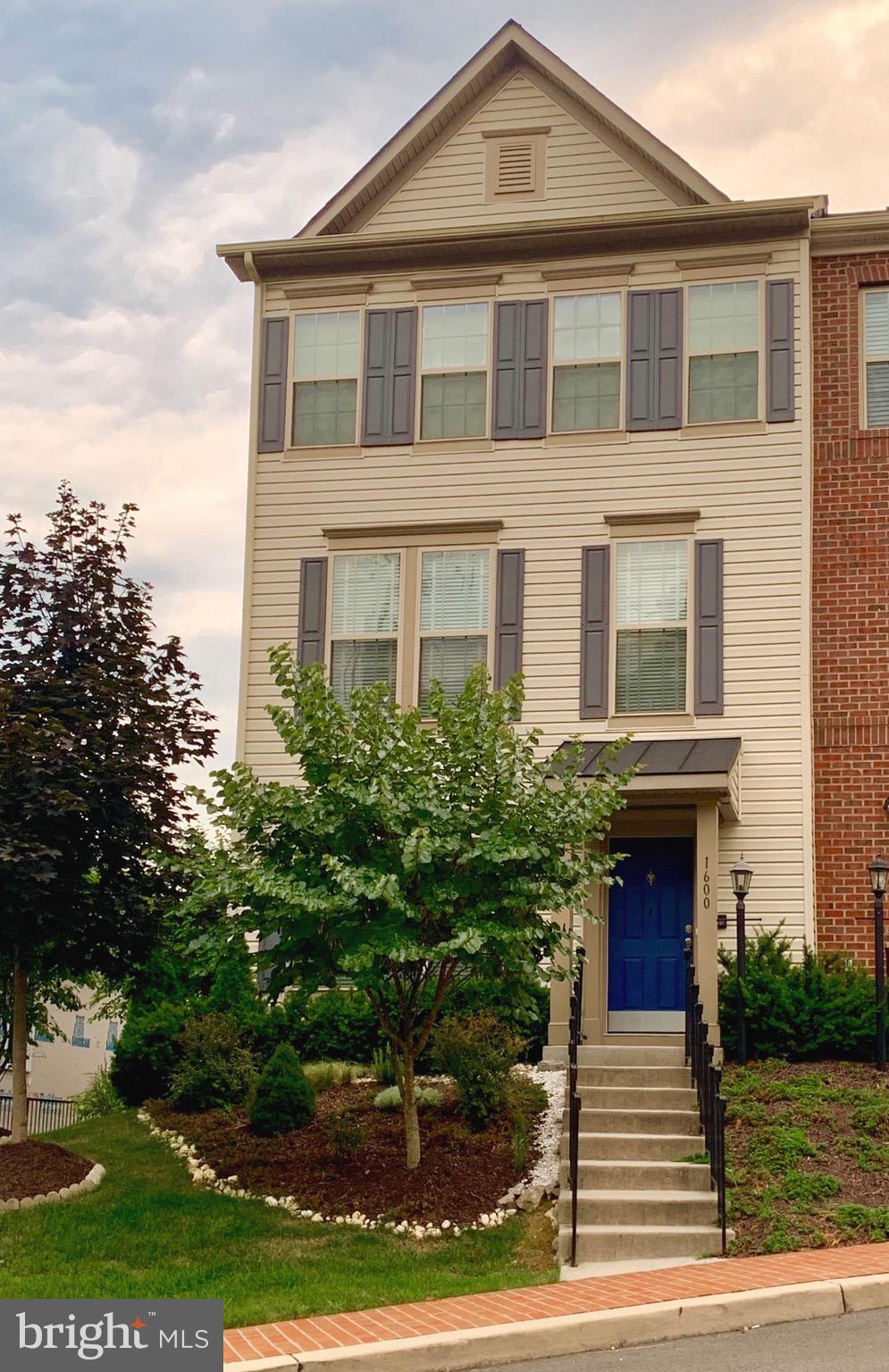 WELCOME HOME!!! Perfectly situated just off of I-95 in the historic town of Occoquan this exquisite