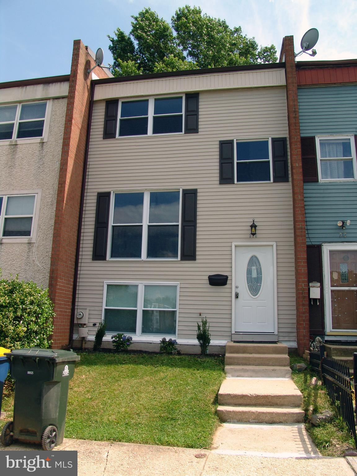Move-in ready! This 3 bedroom, 1.5 bath townhome has been renovated with fresh paint, new carpet, ne